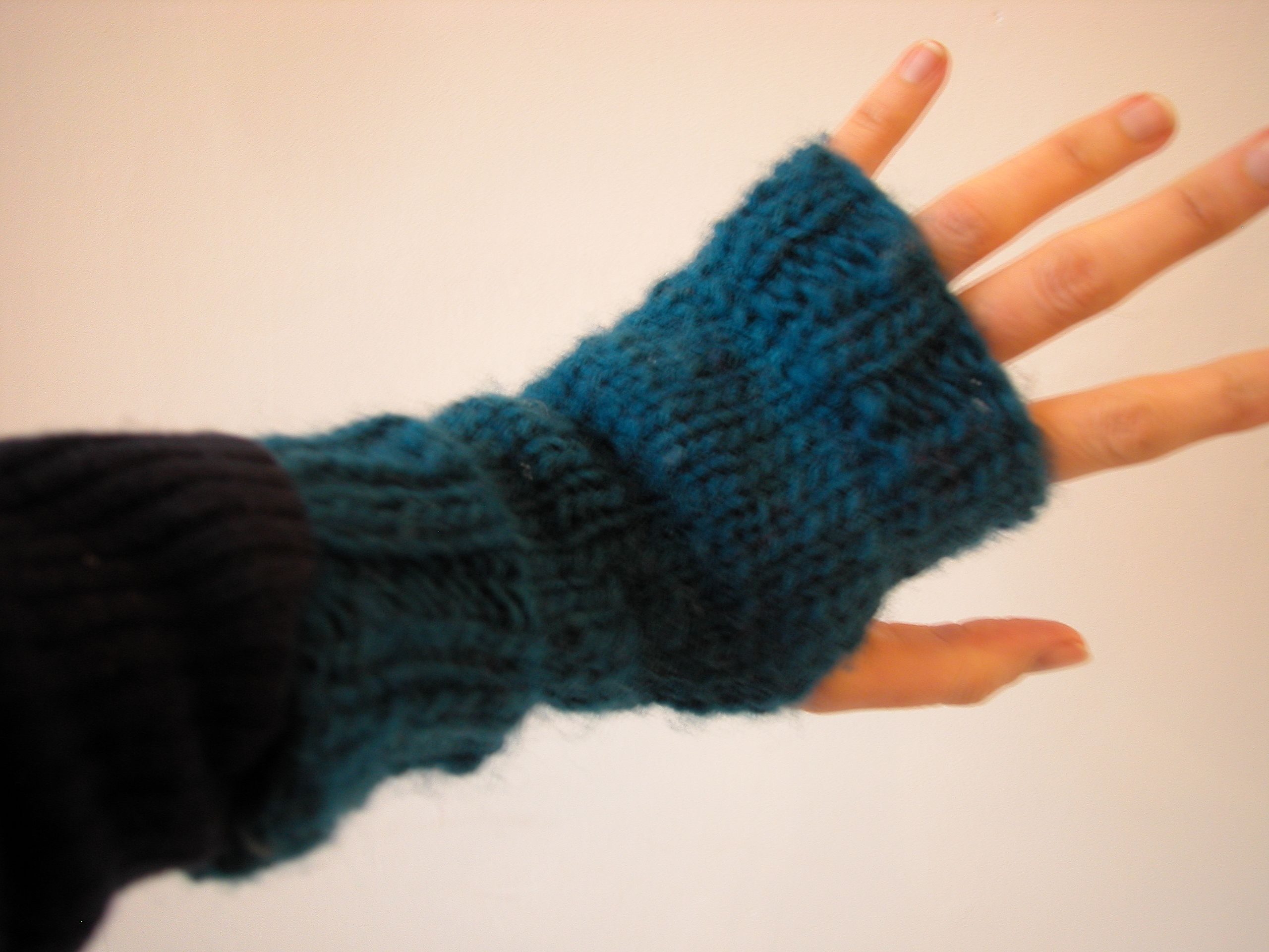 lickity-split fingerless mitts | the knit cafe