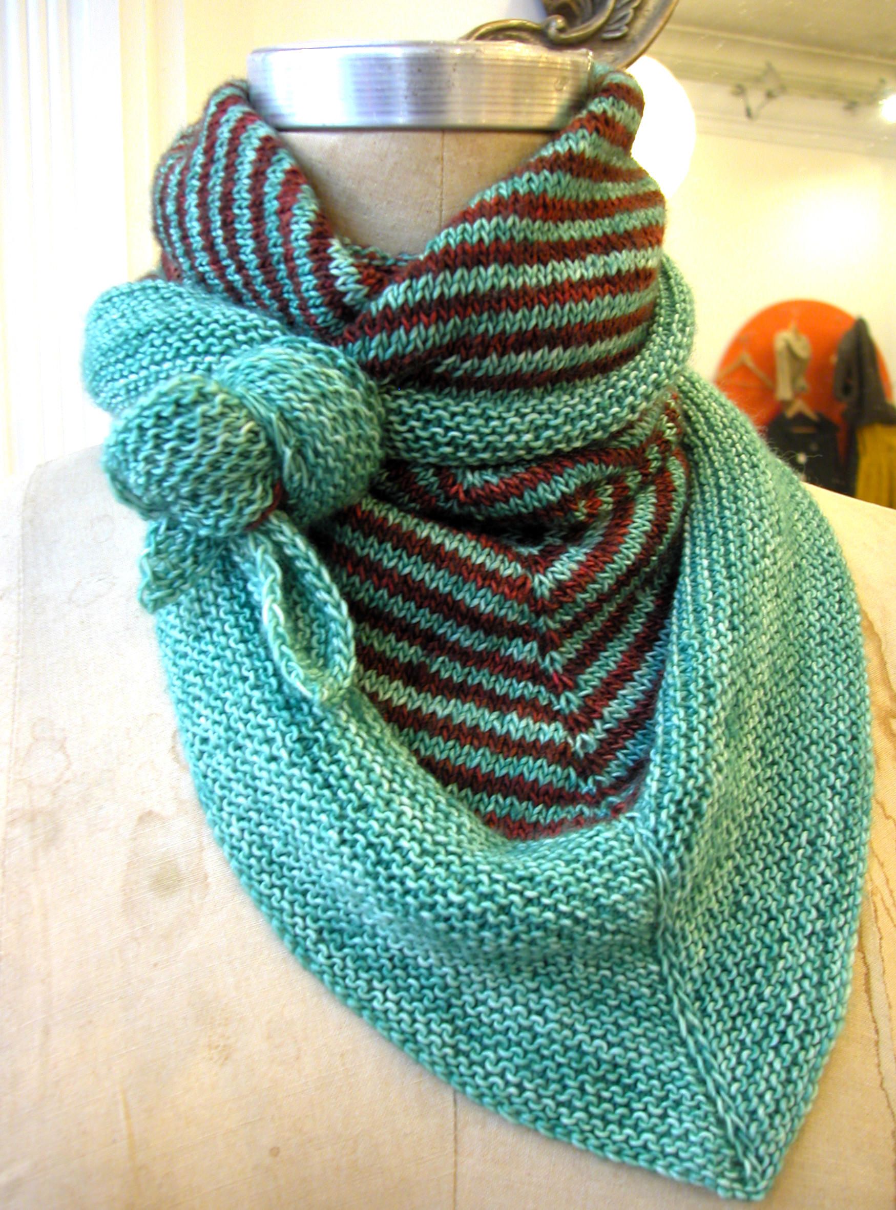 Knitting Patterns For Triangle Scarves : triangular scarf the knit cafe