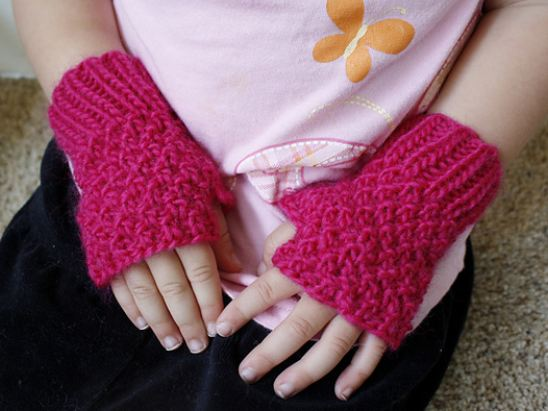 Fingerless Gloves Knitting Pattern For Toddlers : wee ones (part 6 of the 6 weeks of xmas) the knit cafe