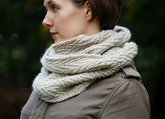 Free Knitting Patterns For Women s Cowls : hipster cowl knitting patterns the knit cafe